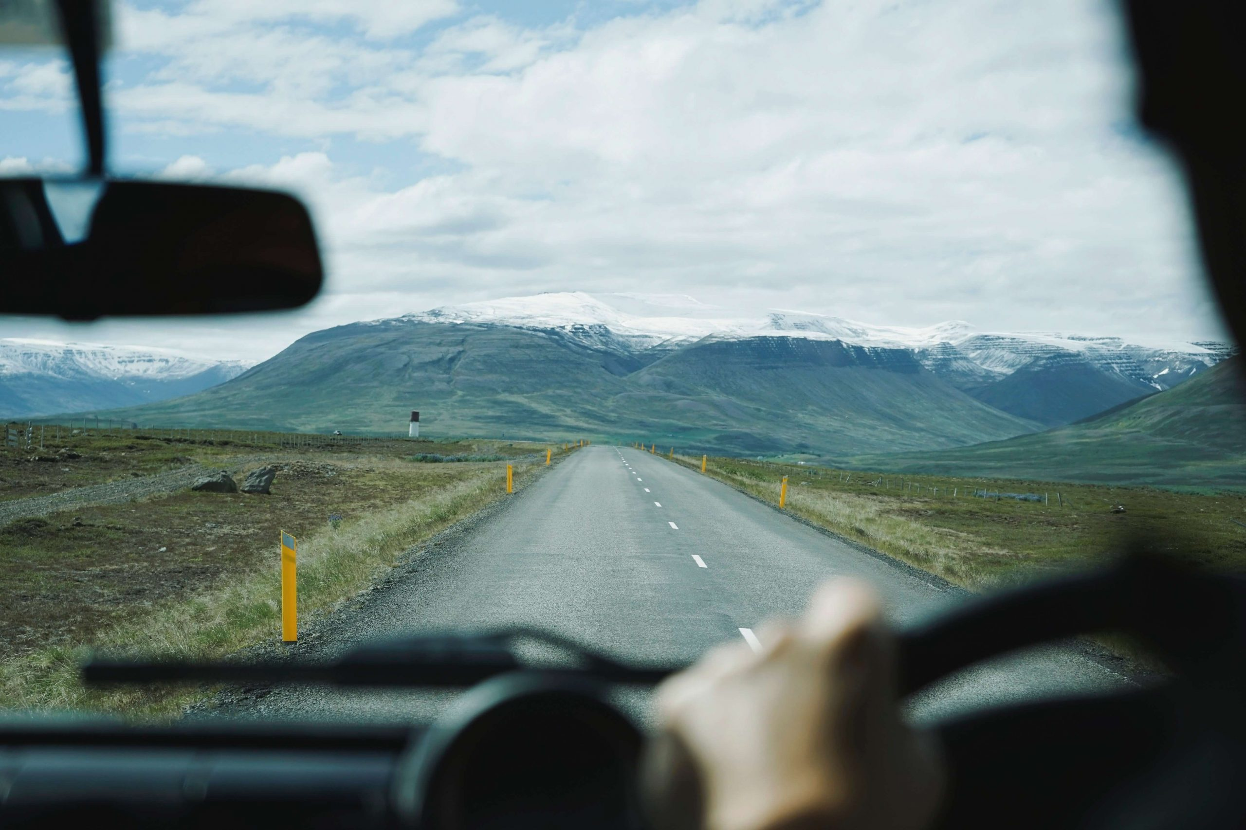 Read more about the article How many driving lessons do I need to pass?